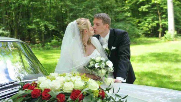 Haus Schnede – Hochzeitspaar im Park